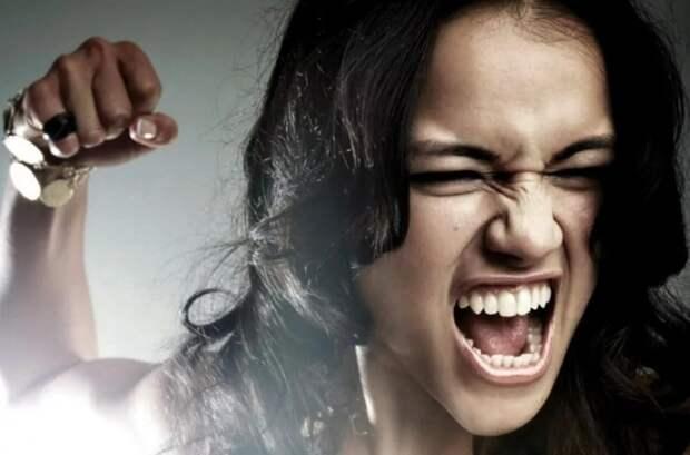 В Турции женщина покусала мужа, пытаясь заразить его коронавирусом