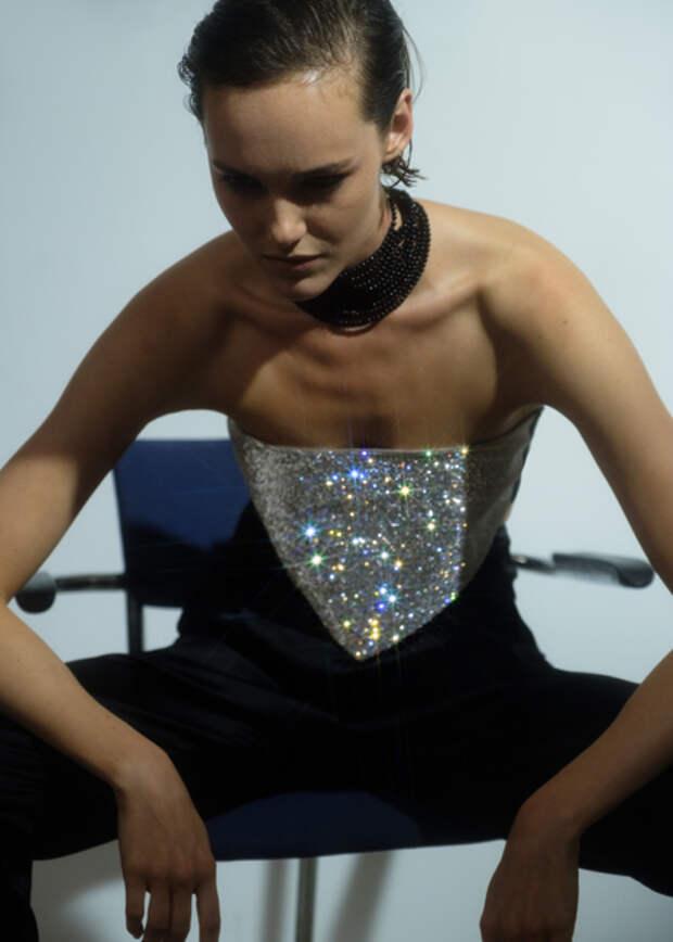 От экологичного меха до соблазнительного латекса: лукбуки новых коллекций российских дизайнеров
