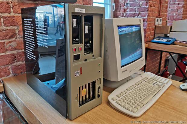 Десятки работающих старых компьютеров