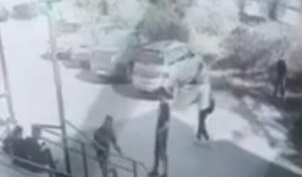 Уже состоял на учете в ПДН: в Тагиле найден помочившийся на двери подросток
