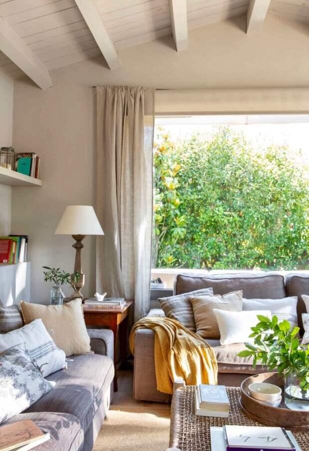 Как разместить диван в гостиной: 10 идей + схема-шпаргалка