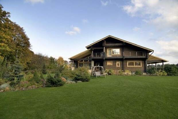 Вполне обычный деревянный дом. Примерно такие дома можно увидеть в различных уголках Швейцарии.