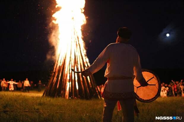 Пламя до небес: как прошел фестиваль «Солнцестояние» в Окунево