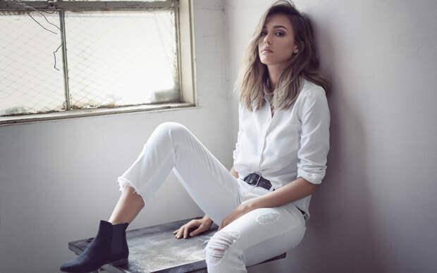 Джессика Альба в белом наряде