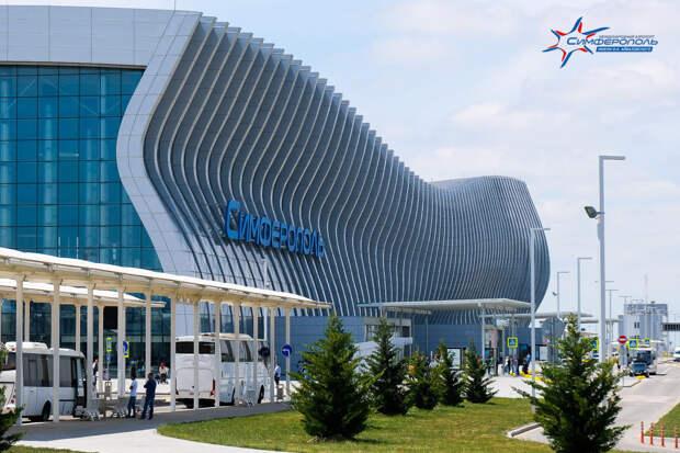Протекающую крышу аэропорта Симферополь починят за счет подрядчика