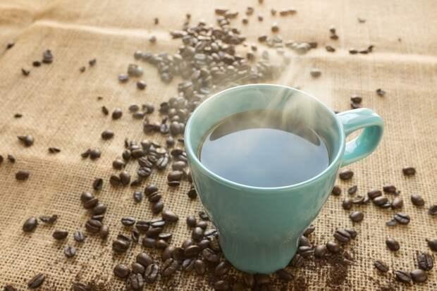 Диетологи рассказали о полезных альтернативах утреннему кофе