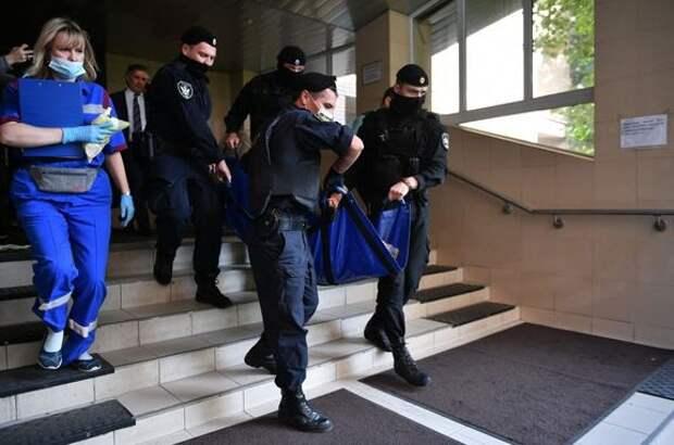 """Ефремова вынесли из суда на носилках и увезли на """"скорой"""""""