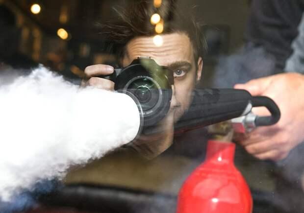 Помощник машиниста РЖД загасил фотографа. Безопасность в холдинге обеспечивается при помощи огнетушителей