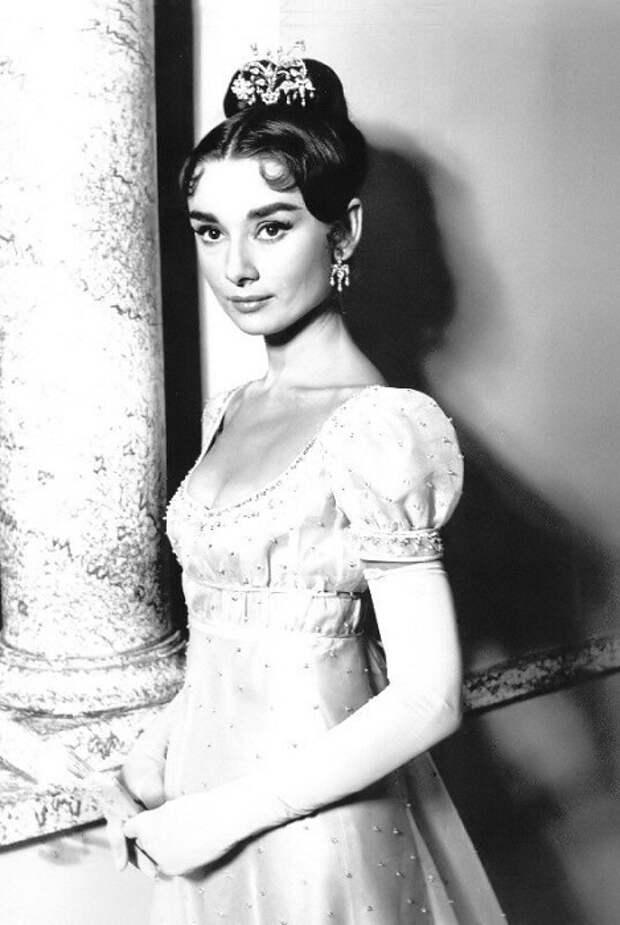 Одри Хепберн в роли Наташи Ростовой из к/ф «Война и мир» (1956).   Фото: g.io.ua.