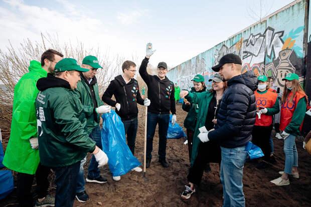 Внижегородских дворах ипарках прошли субботники врамках проекта «ЭКОСТАРТ 800»