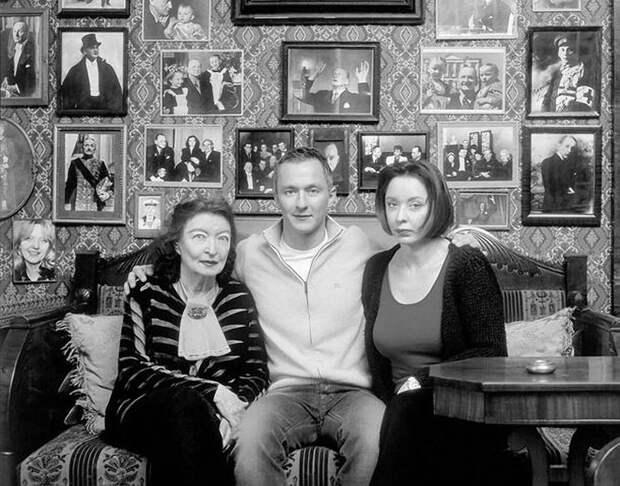 1186 Анастасия Вертинская с мамой и сыном.jpg