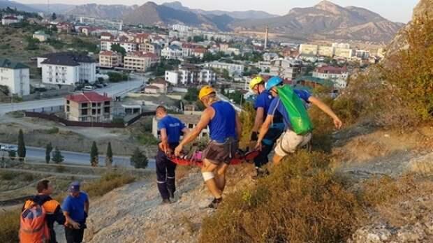 Не слушала спасателей: с горы в Судаке эвакуировали пенсионерку