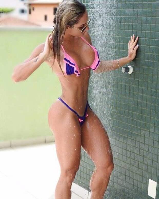 Мокрые девушки (41 фото)
