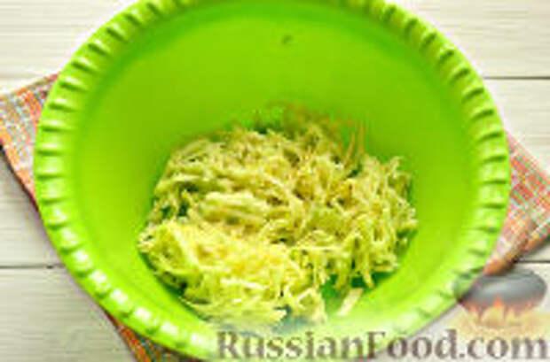 Фото приготовления рецепта: Постные рисовые котлеты с кабачком - шаг №3