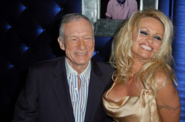 Откровеный рассказ Памелы Андерсон про отношения с основателем Playboy Хью Хефнером.