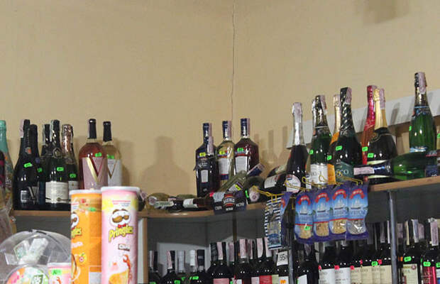 Сбежавшие из цирка еноты всю ночь дебоширили в магазине (8 фото)