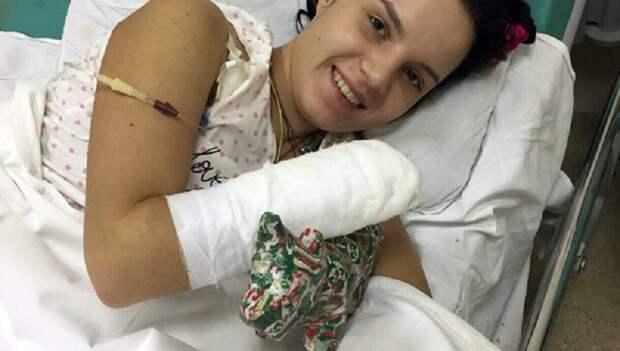 врач спас девушке руки