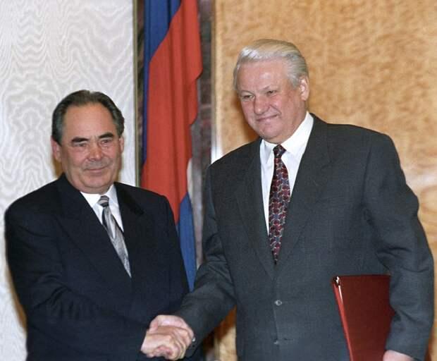 Почему все боялись рукопожатия Ельцина