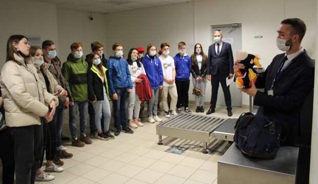 Для воспитанников детского дома и юнармейцев организовали экскурсию в нижегородский аэропорт