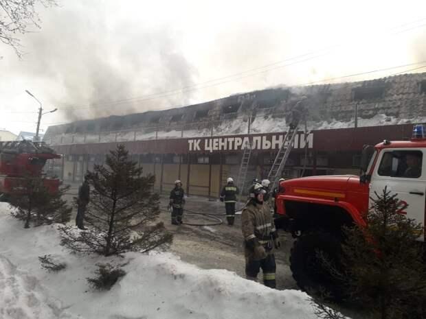 Пожарным удалось локализовать пожар в торговом центре под Новосибирском