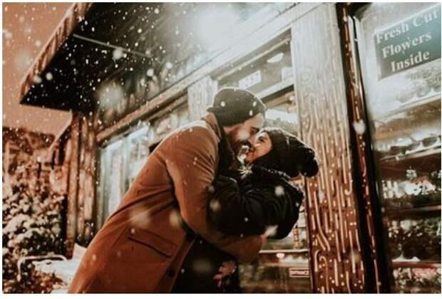 Влюбленную пару оштрафовали за поцелуи без масок