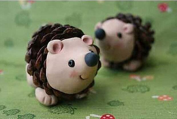 Свинки и другие животные. Поделки из шишек