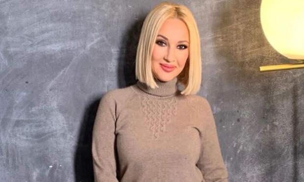 Лера Кудрявцева посетовала на редкие комплименты от мужа