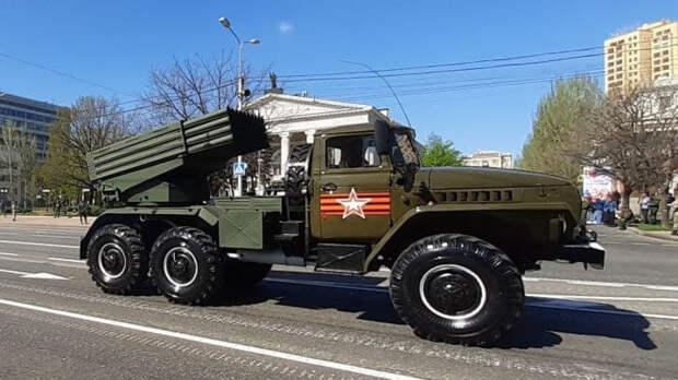 Боевая машина загорелась на параде Победы в Кемерове