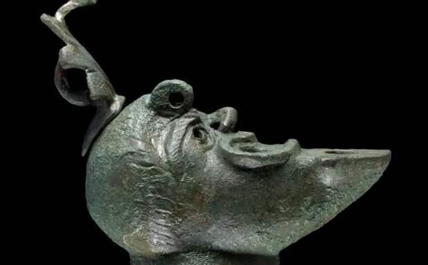 В туннелях под Иерусалимом нашли бронзовую лампу-талисман