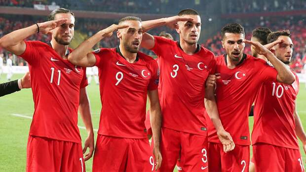 Сборная Турции отпраздновала гол воинским приветствием. Теперь будут проблемы сУЕФА