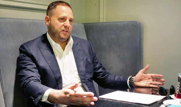 Глава офиса Зеленского расписался в невозможности выполнить Минские соглашения
