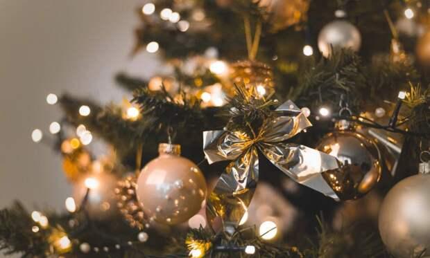 Новогодний декор в чёрно-золотом цвете