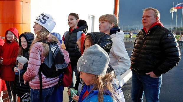 Фанаты поймали чемпионку России Щербакову на улице после победы на Кубке России: фото из Сызрани
