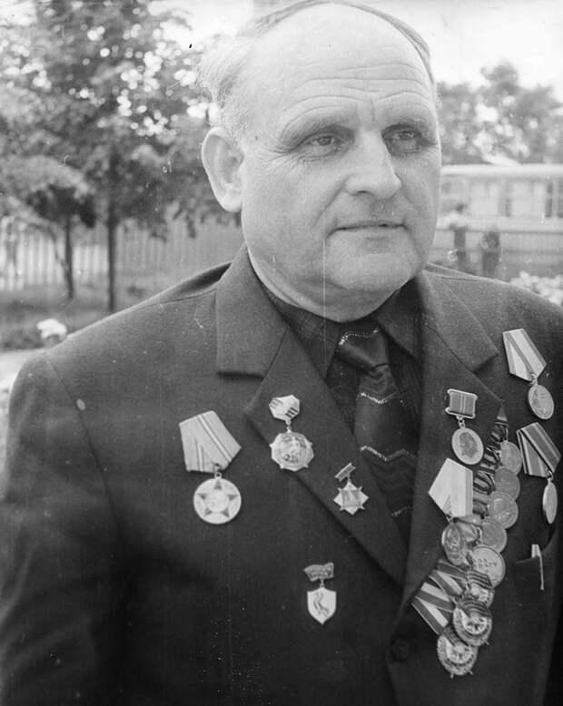 Этот советский летчик воевал без руки
