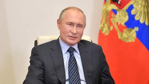 Путин поручил развить инфраструктуру детских лагерей в России
