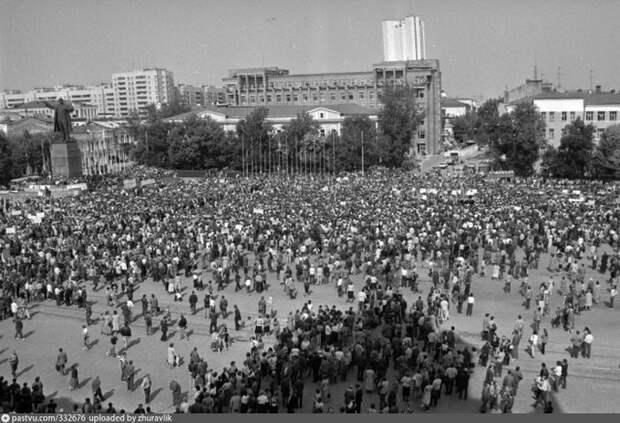 Митинг против путчистов на площади 1905 года. Август 91-го, Свердловск. история, факты, фото