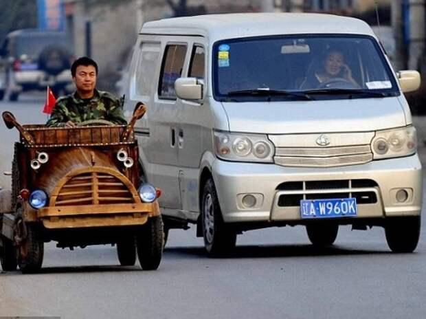 Китайский плотник смастерил автомобиль из дерева