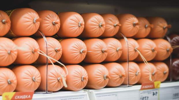 Жителям Ростовской области продавали колбасу сомнительного качества