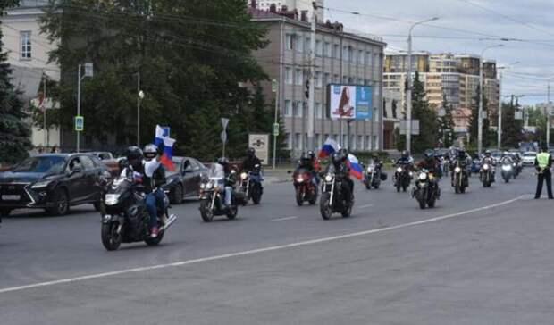 ВДень России омичи сделали голубей избумаги ипроехались погороду намотоциклах