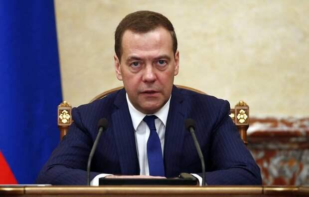 Медведев подписал постановление, закрепляющее отмену внутрисетевого роуминга