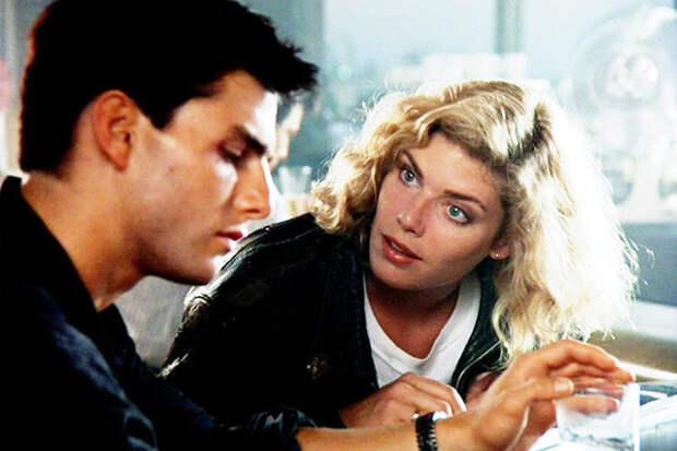 В «Лучшем стрелке» блондинка с голубыми глазами Келли Макгиллис сводила с ума всех мальчишек, мечтавших и о штурвале истребителя, и о такой боевой подруге.