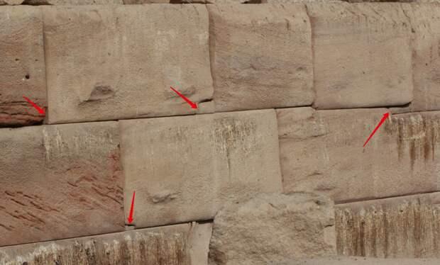 Осирион. Египет. Стрелочки показывают на вставочки