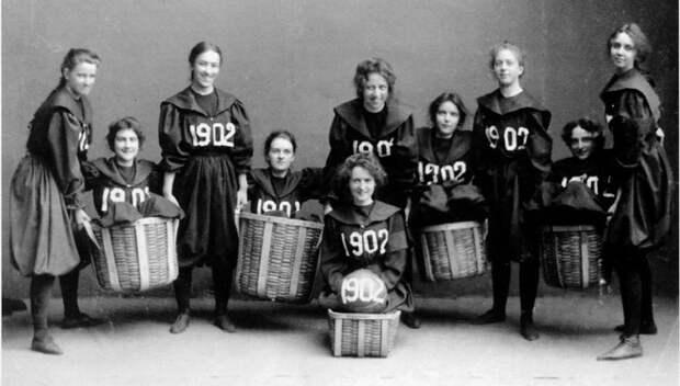 Первая женская баскетбольная команда