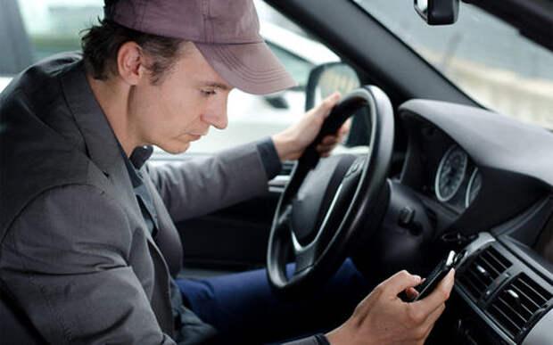 Водителя будут судить за телефон за рулем