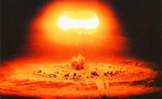 «Империя зла» в очередной раз тявкнула о ядерной войне с Россией
