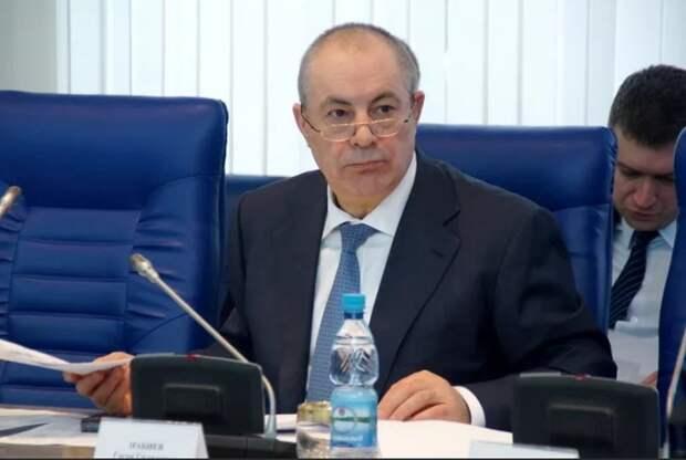 Волгоградский депутат от «Единой России» считает тунеядцами и алкашами пенсионеров, получающих пенсию меньше 20 тысяч рублей