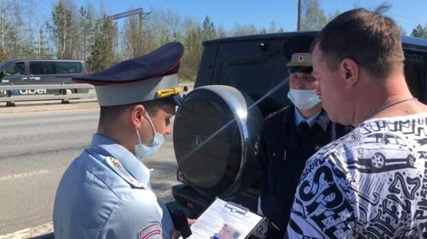 В Петербурге сотрудники ГИБДД поймали Gelandewagen и Lada с бутафорскими номерами - видео