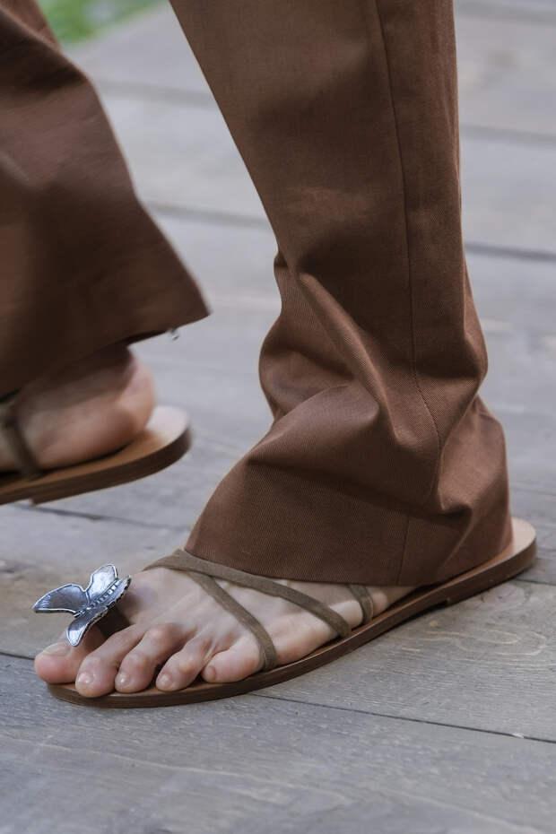 Обувь сезона весна-лето 2020: вьетнамки, вязаные сапоги и «мамины мюли» (фото 1)