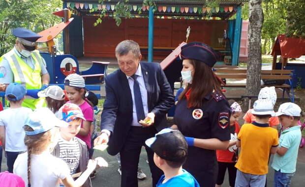 Член Общественного совета при УВД по ЮВАО провел для воспитанников детского сада занятие по ПДД