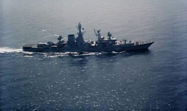 """В роли 703 -- большой противолодочный корабль """"Очаков""""."""